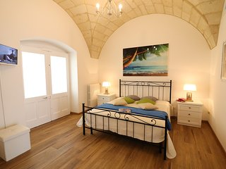 Historic Apartment In Centre With Terrace, Wi-fi & Air Conditioning; Pets