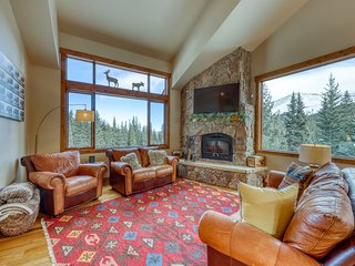Amazing family mountain getaway with panoramic views!