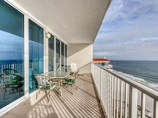 Spacious beach retreat w/ shred pool, hot tub, sauna, balcony, & beach access!