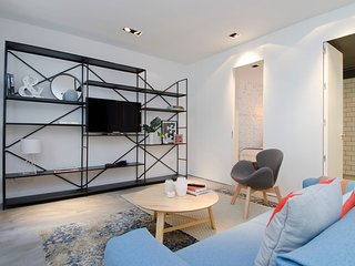 Bright & Modern 2-Bedroom Apartment in Madrid