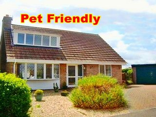 ★ A FAMILY COTTAGE BY THE SEA, NEAR BEACH, SHOPS & ENTERTAINMENT, LARGE GARDEN