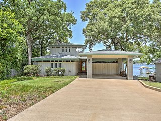 Malakoff House w/ Pristine Lake Views & Boat Ramp!