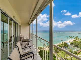 Ocean View Beauty! Full Kitchen, Free WiFi, A/C, Sound-Proof Sliders & More