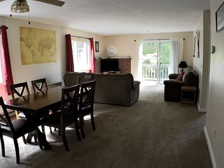 Clean, comfortable, family friendly condo between North Conway & Fryeburg, Maine