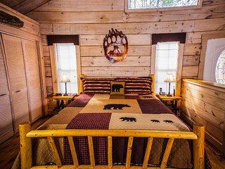 Crazy Bear - 1 Bedrooms, 1 Baths, Sleeps 4