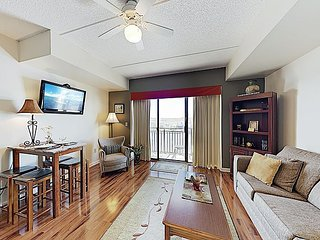 New Listing! 8th-Floor Riverfront Condo w/ Balcony - Walk to Downtown Shops