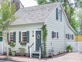 Flexible Refund Policies: Historic Cottage c.1820, Private Parking