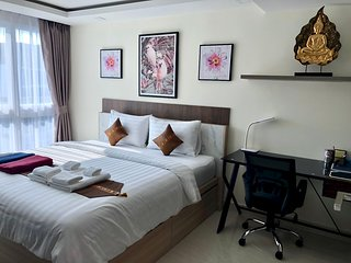 Pool View Luxury Business Suite F7 in Grand Avenue by Pattaya City Estates