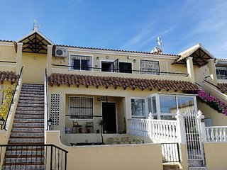 2 bed apartment in Villamartin overlooking a pool and close to Golf courses
