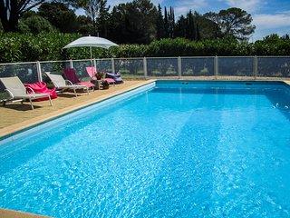 Cerca de los Cevennes, villa en Tornac, Gard, piscina privada y perro admitido