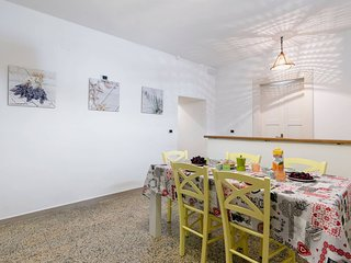 In The Heart Of The Old Town - Apartment Porta Alfonsina