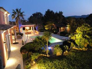 Magnifique villa avec piscine privée chauffée, plage de Cala Rossa à pied