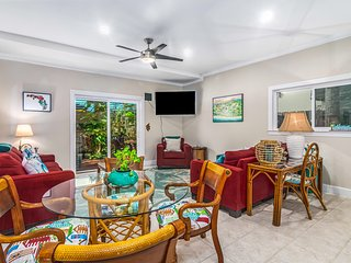 Townhome near the ocean w/ a full kitchen, private balconies, & courtyard