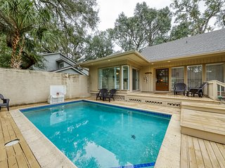 Spacious, dog-friendly home w/ a private pool - close to Harbour Town & beach!