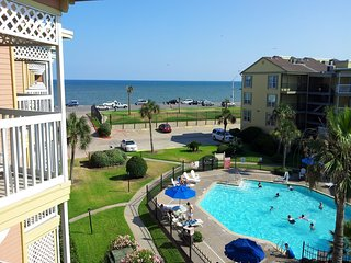 Beautiful Beach and Pool View, Heated Pool, Hot Tub, Luxury Condo
