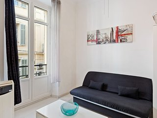 Modern & Cosy Studio in Cannes, with great Transportation links