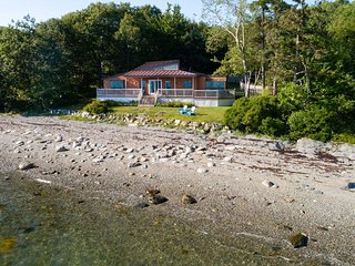 Wings Cottage -- Waterfront, modern cottage in Trenton