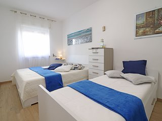 Holiday Apartment With Wi-fi, Air Conditioning And Balcony Pets Allowed