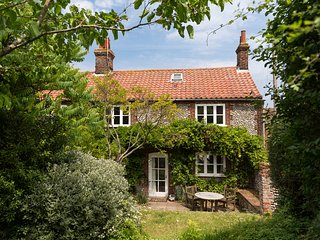Marlpit Cottage | Beautiful Coastal Retreat Perfect For Families