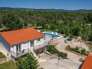 Amazing home in Sestanovac w/ WiFi and 3 Bedrooms (CDT975)