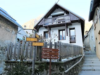 Chalet Pitu - Luxury Accom Mar Spring Special £150 - 2 x King Beds OR 4 Singles