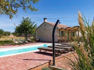 Awesome home in Zemunik Gornji w/ Outdoor swimming pool and 4 Bedrooms (CDA648)