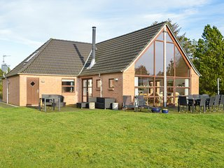 Awesome home in Rømø w/ Sauna, WiFi and 4 Bedrooms (R10102)