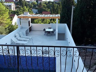 Villa Dragi, villa with pool and big terrace, sea view, peacfully and quite