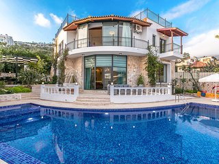BEAUTIFUL LUXURY 4 BEDROOM DUPLEX VILLA WITH PRIVATE POOL AND NEAR TOWN