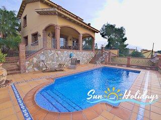 Preciosa villa Bruna con vistas al mar y piscina privada R027