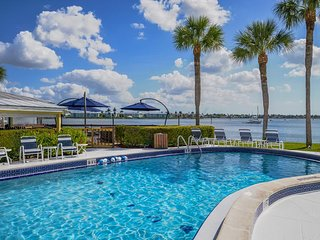 Charter Club in Old Naples - 2 Bedroom Condo on Naples Bay