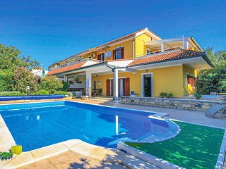 Amazing home in Dubrava w/ WiFi and 3 Bedrooms (CDJ034)