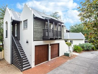 Highland Carriage House - Perfect Couples or Small Family, 4 Minutes to Beach