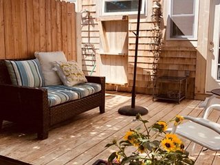Southampton Guest Cabana For 1 near Town and Beach
