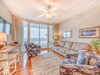 Gulf-front condo w/ resort pools & hot tubs - walk to shopping/dining!