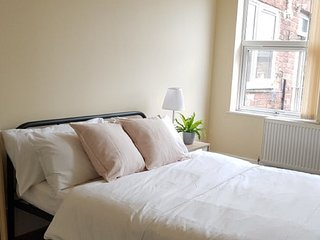 Beautiful 4 bedroom Victorian Apartment near Manchester Sleep 7