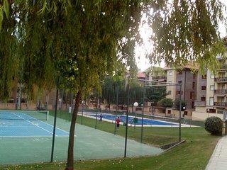 Apartamento en Jaca para 7 personas, 3 habitaciones, urbanización con piscina