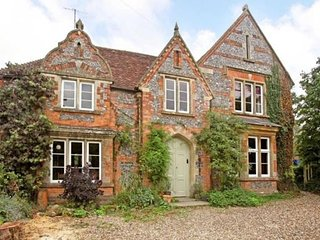 17th Century country Farmhouse stylishly finished, set in picturesque village