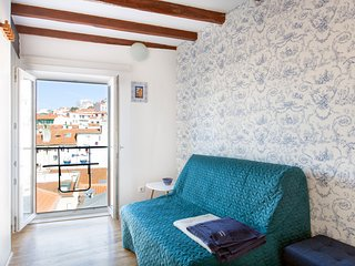 MOURARIA I, eco-penthouse with french balcony in old Lisbon