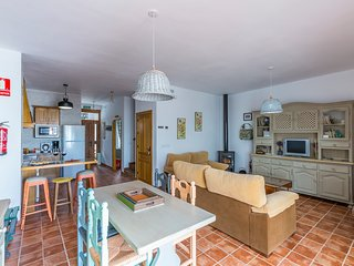 Casa Rural Castillo de Segura, en plena dehesa Extremeña, historia y gastronomia