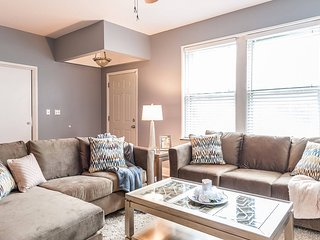 Group-Friendly Duplex – 5 Bedrooms, Great for 2 Families or Large Groups