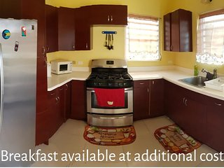 Northern Comfort Home w/ King Bed Convenient location, spacious & modern