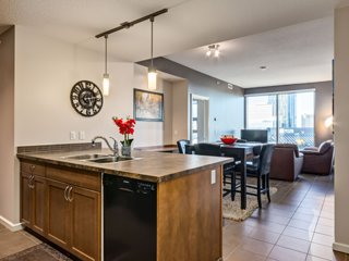 *TOWER VIEW HIGH-RISE* 2BD, 2BA -  BMO/Stampede/Saddledome