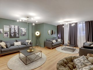 BEAUTIFUL AND SPACIOUS FLAT NEAR REPUBLIQUE