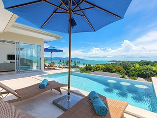 BB2 - 3 Bedroom Single Level Beachside Villa with Relaxing See Panorama Views