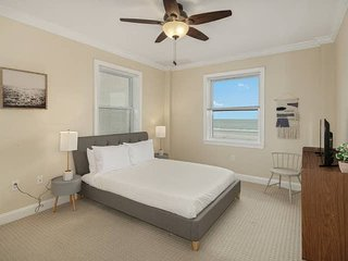 1BR on the Beach Front, 10-min Drive to AC