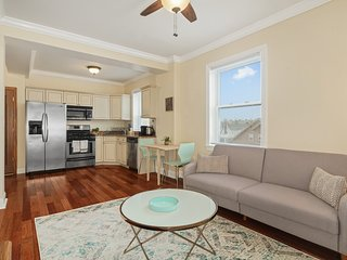 Cozy 1BR with Great Sea Views, 1min Walk to Beach