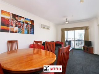 Spacious CBD apartment with WIFI+Netflix+parking