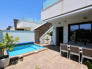 VDE-012 Sunny 3 beds bungalow with private pool and roof terrace close to beach