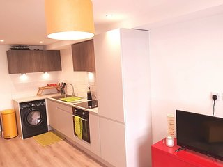 STUNNING FLAT IN TOWN CENTRE NEAR TO BIC, BEACH AND GARDEN